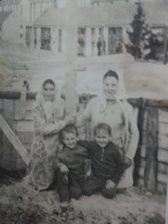 Cu veriisorii la temelia bisericii din Balan…