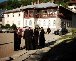 Vizita Episcopului Natanael Pop si a Arhim. Roman Braga din America la Manastirea Nicula…!