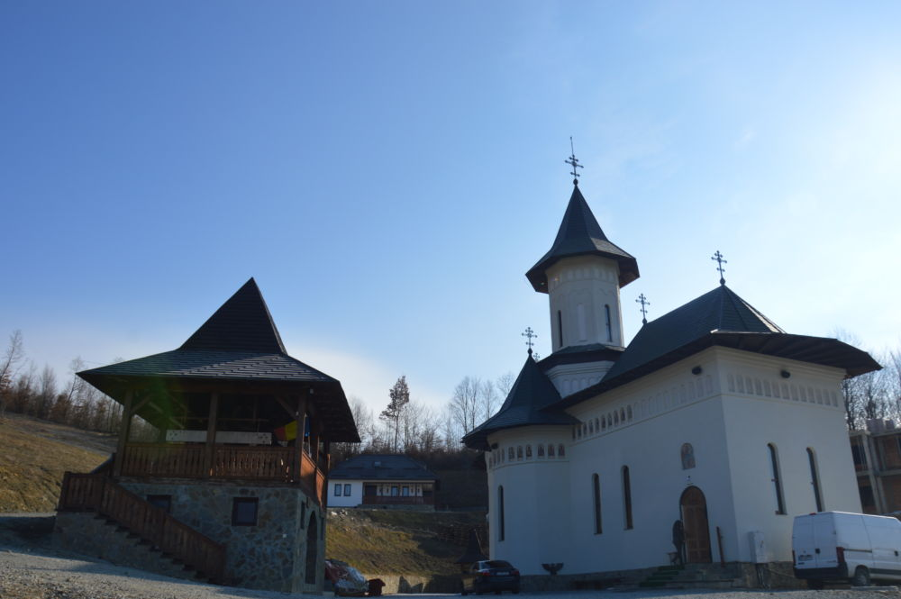Duminica Infricosatoarei Judecati, Liturghie si Parastas, Manastirea Stramba, Bistrita Nasaud