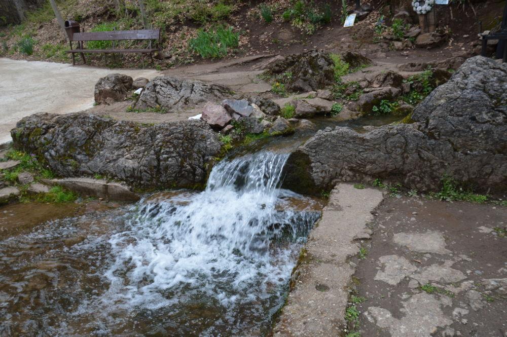 Parohia Feneris, Parohia Pocola, Manastirea Izbuc, Bihor